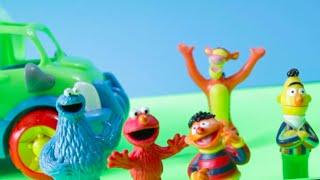 Sesame Street Toys Meets Tigger - Cookie Monster, Bert, Ernie, and Elmo Meet Tigger While Camping!