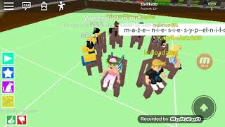 Emilka playing with girlfriends and colleagues in ROBLOX to sit on the ksieszle because it is not Otpadniesz