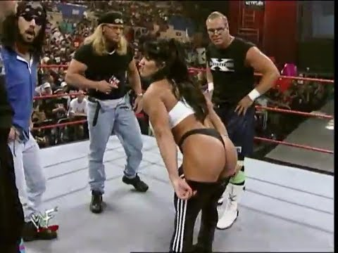 WWF : Chyna gives us the DX Split