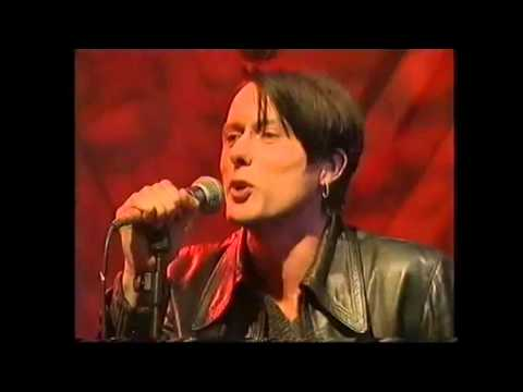 Suede - Beautiful Ones live on TFI Friday, 1996