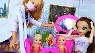 ВЕТРЯНКА В ПОДАРОК! Катя и Макс веселая семейка. Доктор Барби куклы видео с куклами