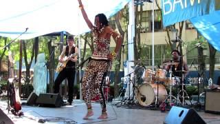 Fatoumata Diawara Performing at Brooklyn Metrotech