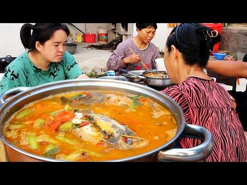 朋友聚餐,4斤河鱼+5斤大公鸡,阿朵做大桌好菜招待,有说有笑吃真香!【苗阿朵美食】
