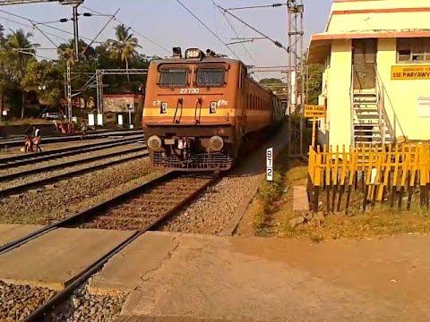 WAP4 Bangalore - Ernakulam Intercity Express arrives Aluva