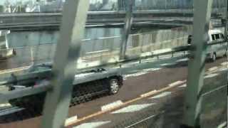 ゆりかもめ線「お台場海浜公園駅から芝浦ふ頭駅」の動画です。 電車の中から撮影しました。 レインボーブリッジを渡り、グルっと回る線路部分(?)もあり、他の駅区間に ...