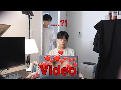 SUB) I caught my boyfriend watching a video of a womanㅣcandid cameraㅣ남자친구가 여자비디오를 보다가...
