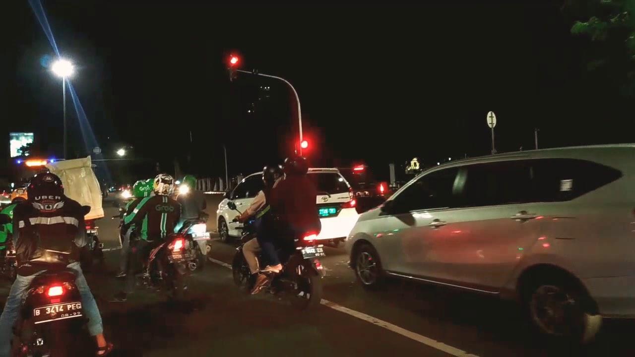 Jalan-jalan Malam di Jakarta