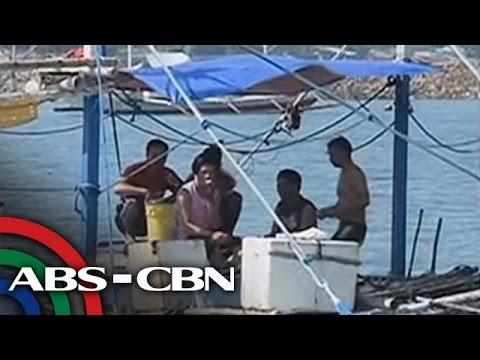 TV Patrol: Mga mangingisdang Pinoy, nakipagbatuhan sa Chinese Coast Guard