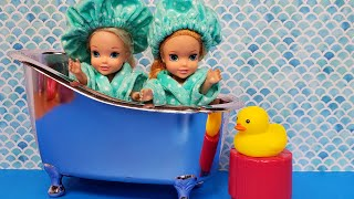 Shower time ! Elsa & Anna toddlers - cleaning - bedtime