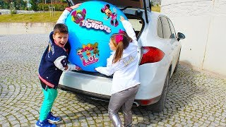 Ali and Adriana play with Giant Egg with surprise toys