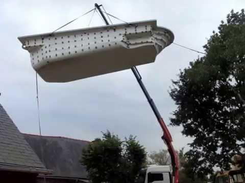 piscine coque FREEDOM livraison par camion grue - YouTube