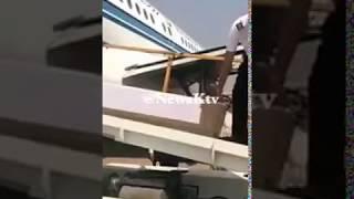 بالفيديو.. لحظة وصول جثمان عبدالحسين عبدالرضا لدفنه بالكويت