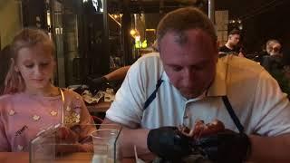 Павел съедает мега бургер из Блэк Стара за 5 минут