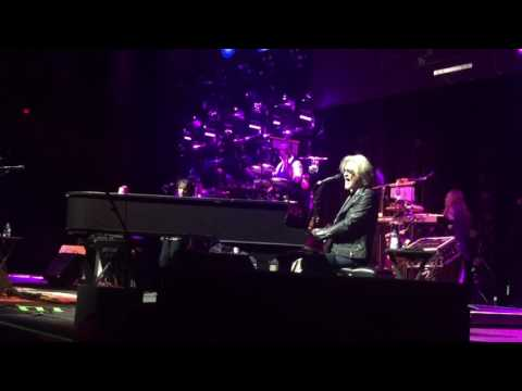 Hall & Oates perform Sara Smile, Live, San Diego, July 19, 2017, Front Row, Valley View Casino Cent