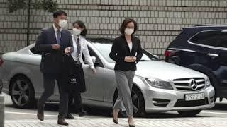 [갬블러tv][짤] 서울고등법원 서관앞 정경심교수 힘내…