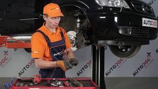 Jak wymienić łącznik stabilizatora przedniego w OPEL ZAFIRA A TUTORIAL | AUTODOC