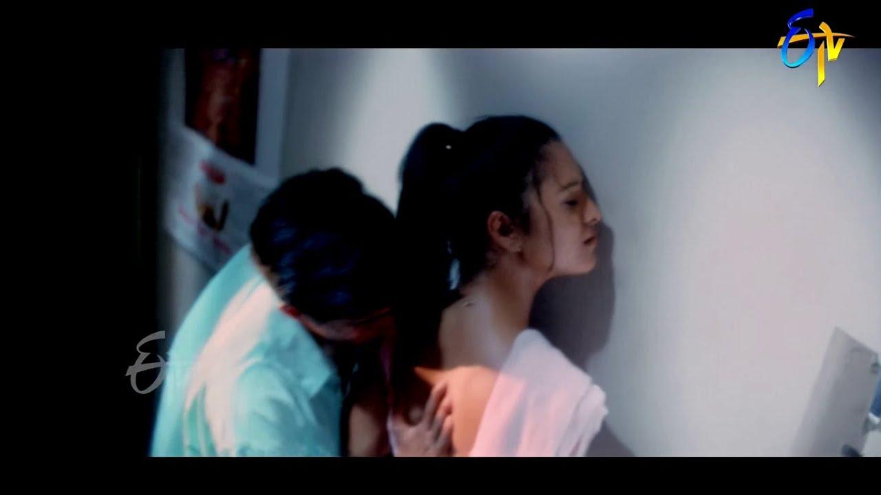 Download Reema Sen hottest Seductive song 4K UHD full Video Chitram
