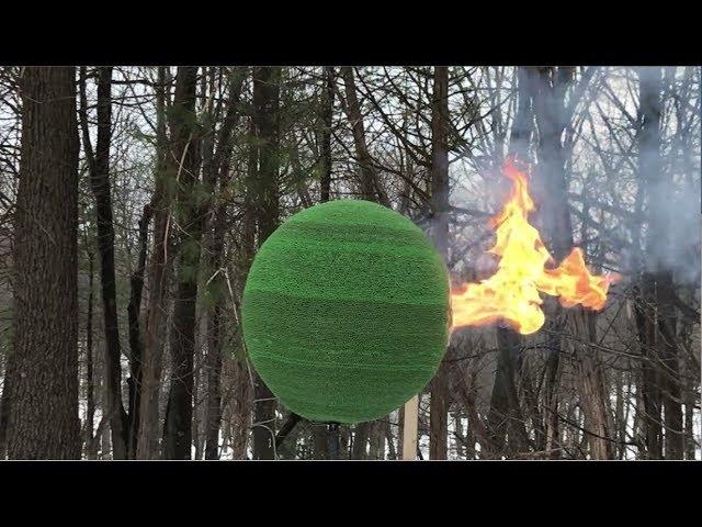 Este es el efecto que crea una esfera de 42.000 cerillas al quemarse