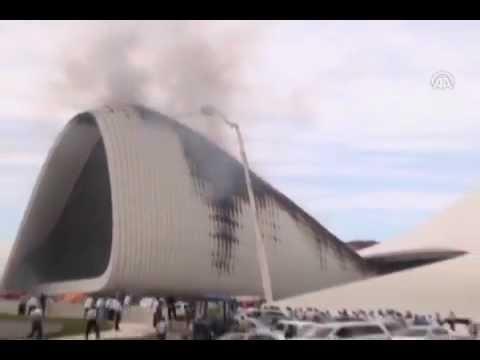 Azerbaycan'daki büyük yangın-Bakıda Heydər Əliyev Mərkəzində yanğın