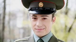 Помните Красильникова из фильма «Кремлевские курсанты»?  Узнайте чем занимается актер сейчас