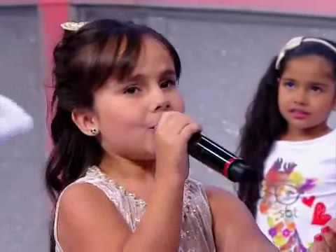 Cute little girlsienna Belle singing - love me like you do