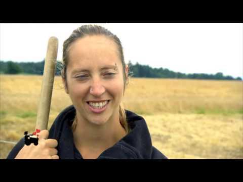 Karate Andi beim Mofa-Fahrtraining + Interview (16BARS.TV) von YouTube · Dauer:  19 Minuten 51 Sekunden