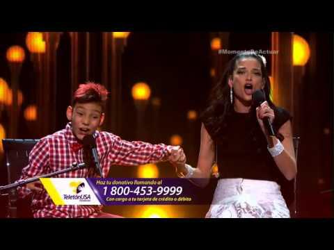 Natalia Gimenez y Adrian Martin cantando juntos
