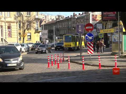 Zaxid.Net: На площі Франка у Львові встановили ґумові стовпці д...