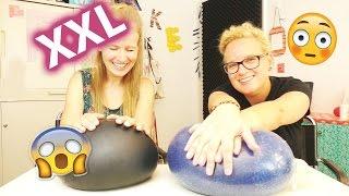 MEGA Glibbi Anti-Stressball 😂 XXL Challenge 😂 Wie viele Liter Schleim & Glibber passen rein????