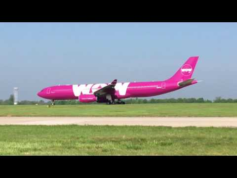 WOW Air A333 taxiing.