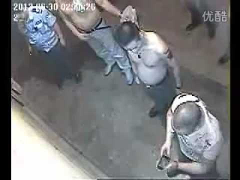 Shop owner attacked at night in Wuhan