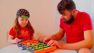 Детская игра - ФУТБОЛ !!! Давид и папа открывают Новую ИГРУШКУ !!! Видео для детей! (0+)