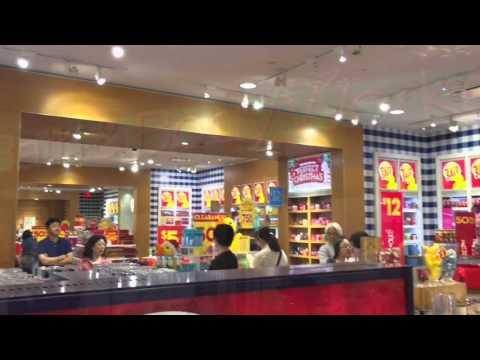 'Hawaii Oahu Travel Guide' Bath & Body Works in Ala moana Shopping center in Hawaii