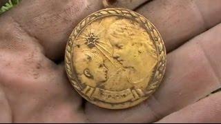 Коп монет на Волге. Медальное и бляховое место