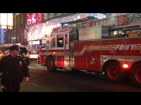 FDNY Ladder 8 Clearing Traffic on Broadway