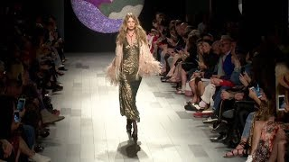 Download lagu Gigi Hadid loses her shoe while on the runway for the Anna Sui Fashion Show