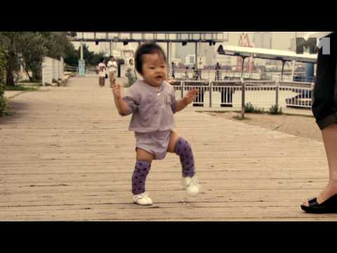 Babies   baby walking - clip US (2010) Mari from Tokyo