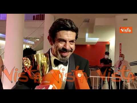 La gioia di Pierfrancesco Favino miglior attore a Venezia 77