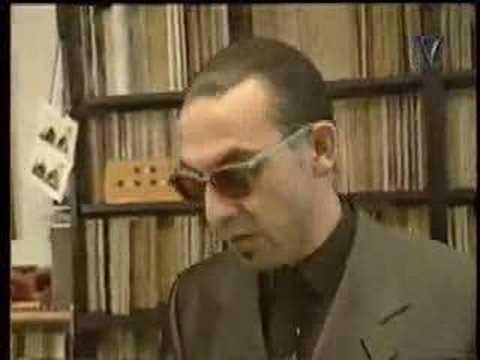 de platenkast van Jules Deelder (jr, music scene 14, 1994)