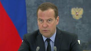 Правительство выделит 10 миллиардов рублей на закупку машин скорой помощи и школьных автобусов.