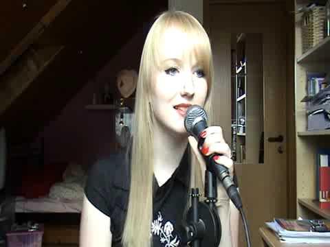 Me trying to sing Urban Symphony - Rändajad (in Estonian!)