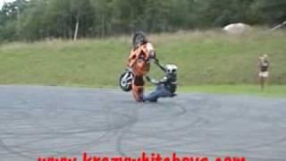 regis tente un wheeling en sportive !!!