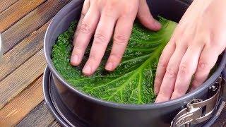 Cubre el molde de hornear con hojas verdes y después todo es muy sencillo. ¡Ñam!