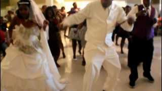 BEST WEDDING WOBBLE LINE DANCE {BRIDE, GROOM, WEDDING GUEST}