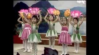 Hiền Anh múa hát mừng Đảng Mừng Xuân