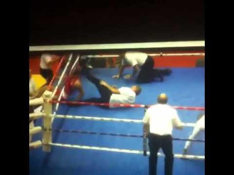 Boxer attacks referee 1