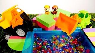 ¡Juguetes PAW PATROL construyen la piscina! Vamos a jugar con la Patrulla Canina. Vídeos nuevos