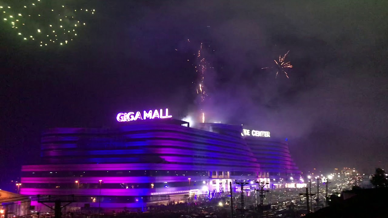 Best New Year Fireworks in Pakistan 2019 | GIGA MALL World Trade Center  Pakistan
