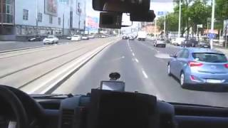 Что творит водитель скорой помощи?