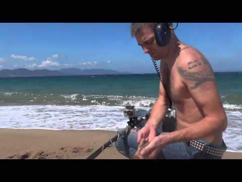 видео: Собираем кольца под ногами отдыхающих. treasure hunters / Кладоискатели
